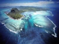 從空中拍攝的話就像水底瀑布!