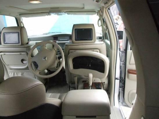有錢人想的跟我們不一樣,坐在車的前面才有一流視野與爽度