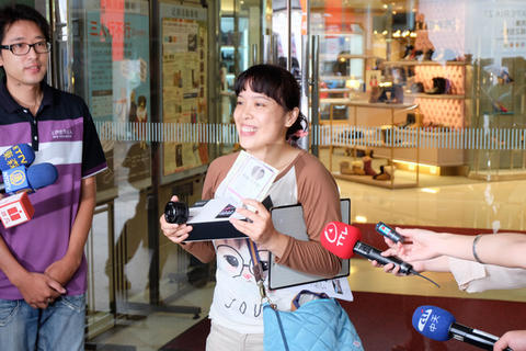 衝著首購禮, Xperia Z1 首購台北場湧入超過 600 位民眾排隊