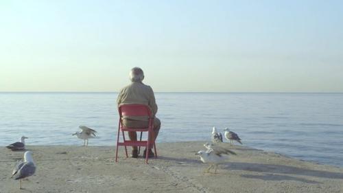 一椅摺椅和一個糟老頭也能拍出動人的IKEA廣告