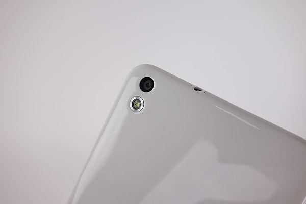 大螢幕 HTC Desire 816 亮眼出色 同場加映黑色圖賞