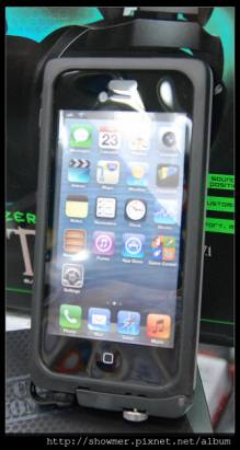 theJOYfactory aXtion pro 更容易購得的 iPhone 5 四防保護殼