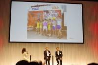 用貼近目標消費者的方式行銷網路服務: KDDI 透過 Cosplay 的職員揹著 WiFi 基地台在動漫活動提供網路服務