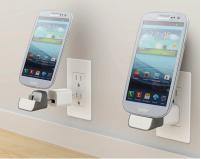 讓手機很安穩地在牆壁上充電的USB充電轉接器