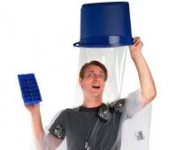 萬聖節,來 COS ALS 冰桶挑戰的裝扮吧
