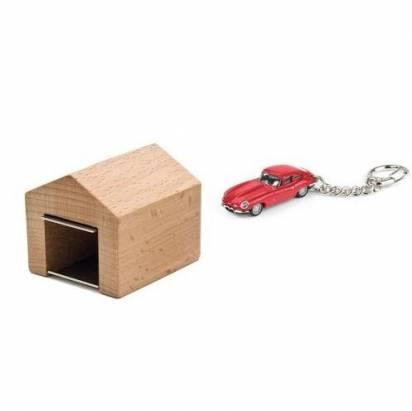 最符合車鑰匙的家,應該就是車庫了吧
