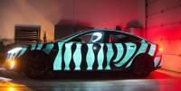 全新螢光塗裝技術,車身邊行邊閃