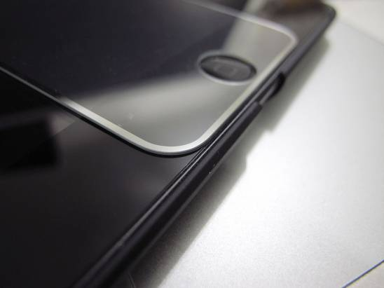 把你的手機螢幕像名畫一樣框起來,奢華濺鍍金屬邊玻璃保護貼
