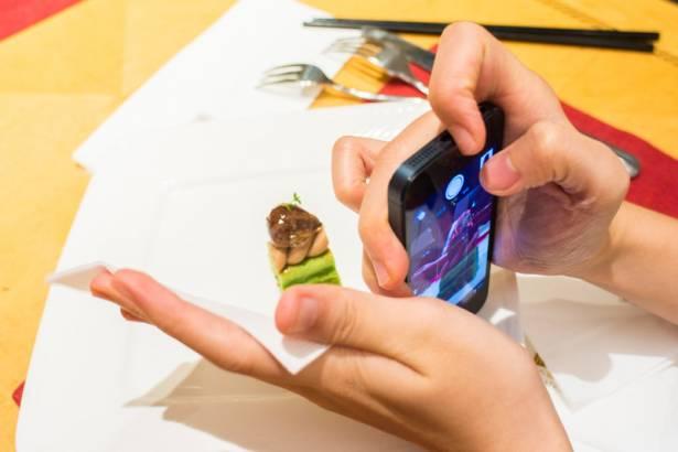 [攝影小教室] 路邊攤也能變高檔餐廳!讓你輕鬆騙倒朋友的手機美食攝影五招技巧!