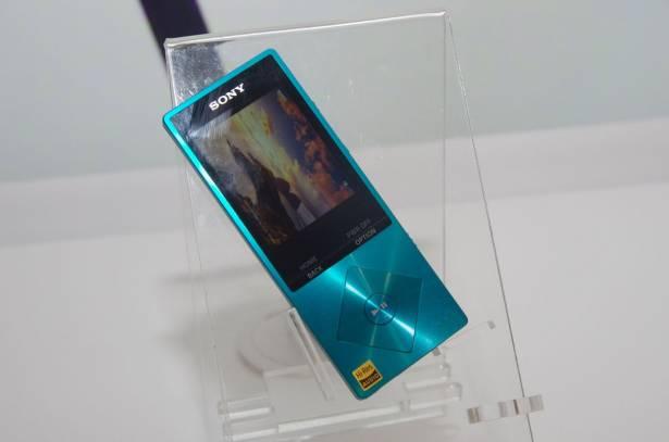 Sony 發表具平衡輸出的 PHA-3 DAC 一體機與入門級 Hi-Res 播放機 A10 Walkman 、具手機藍牙通話 Walkman M504 、 WS613 。