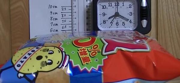 用紀錄片說明袋裝薯片和颱風的關係是…?