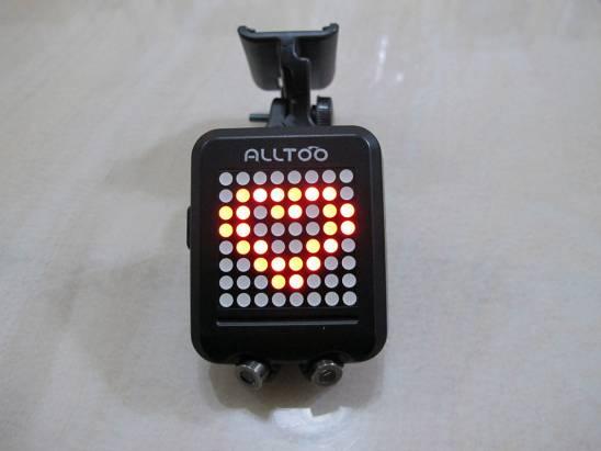 就是他讓我好有安全感~ Alltoo 自行車動態感應方向燈
