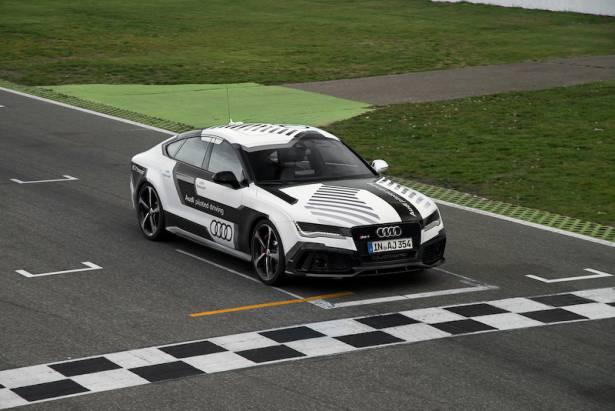 這不是黑科技! Audi 以新款 RS 7 Concept 在賽道展示精準的無人自動駕駛技術