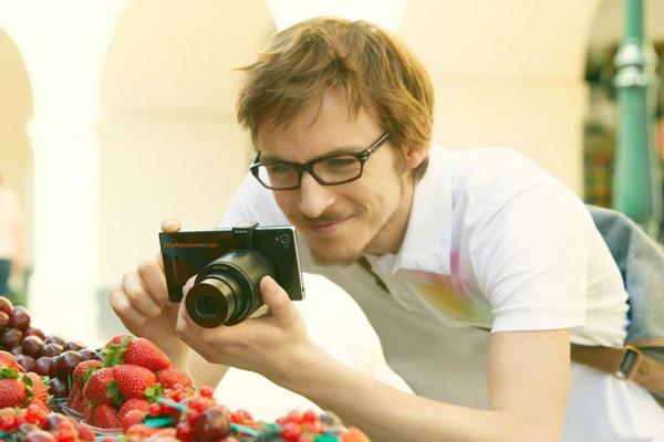 Sony鏡頭相機即將成真!分別為DSC-QX10以及DSC-QX100。順帶一提,還有新手機 Honami i1也亮相了