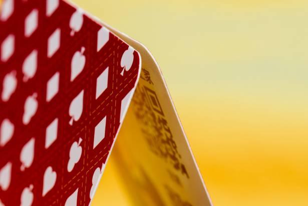 制服控必備!一次收藏五十四位制服正妹的神奇撲克牌「台灣高校撲克牌 High School Poker」動手玩!