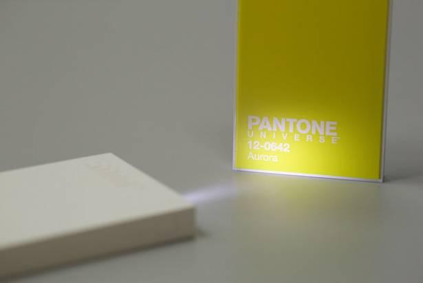「簡.直.好.看」PANTONE UNIVERSE 純色行動電源