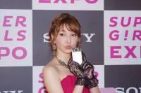 日本名模藤井莉娜與 Sony 香水自拍機 KW11 在最強美少女博覽會第一次接觸