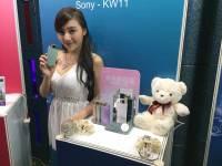 「2014 資訊月」實際把玩 Sony 香水自拍機 KW11,感覺頗有機會成為新一代自拍神器