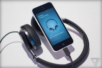 CES 2015:利用iPhone Lightning 供電的 Philips 飛利浦新款耳機