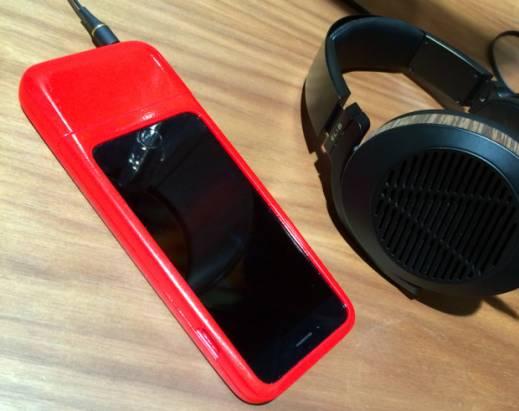針對隨身發燒友的 iPhone 用 DAC 耳擴一體機, CEntrance 在 Indiegogo 推出手機保護殼設計的 HiFi-Skyn 募資計畫