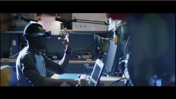 改變人機互動介面的定義,微軟發表不僅是智慧穿戴的 Windows Holographic 與 HoloLens 頭戴顯示器