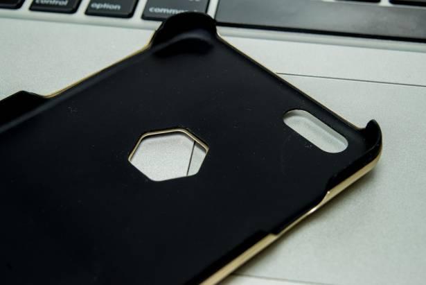 金屬壓花控的最愛!TeicNeo 雷達罩材質打造「訊號不減弱」高科技金屬手機蓋