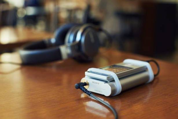 Sony 全新入門隨身耳機擴大機 PHA-1A 登場,支援 Hi-Res 格式與鋁合金機身