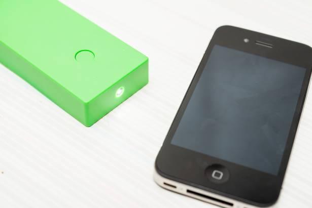 [蘋果急診室] 修 iPhone 買不到零件?網路大神讓你光買零件就能「組出一支 iPhone」!