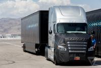 具自動駕駛機能的龐然大物, Freightliner 展示首款獲得內華達自動駕駛認證的卡車頭