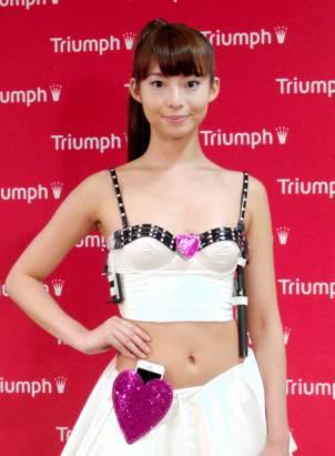 全產業都在瘋智慧穿戴,黛安芬在日本展示可偵測心跳與記步的智慧胸罩