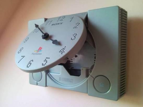 舊的 PlayStation 可以拿來幹麻...?做成時鐘吧