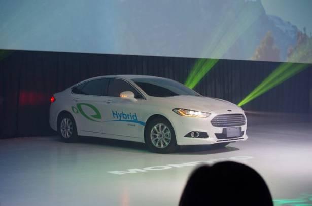 福特針對 Mondeo Hybrid 第三代油電混合系統進行介紹,主打能以電動馬達達到 135km 時速