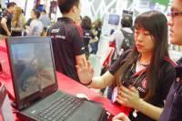 Computex 2015 :玩個遊戲好忙之結合 Tobii 眼動追縱系統的 MSI GT72 電競筆電