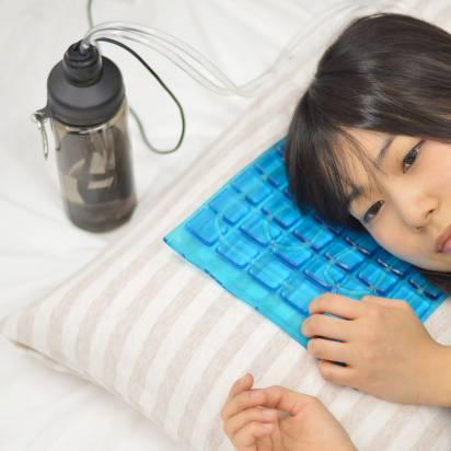 可當筆電散熱墊也可當涼夏枕墊, Thanko 推出 USB 循環水冷墊