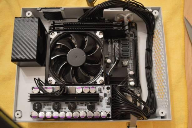 用經典設計包裝最新科技,玩家把遊戲級 PC 組件塞進老任天堂機箱