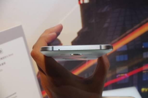 全金屬 5.9mm 極薄機身,三星與遠傳共推 Galaxy A8 雙卡機