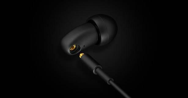JAY微型雙動鐵耳機 q-JAYS ,並採用具螺旋紋設計之 SSMCX 插針