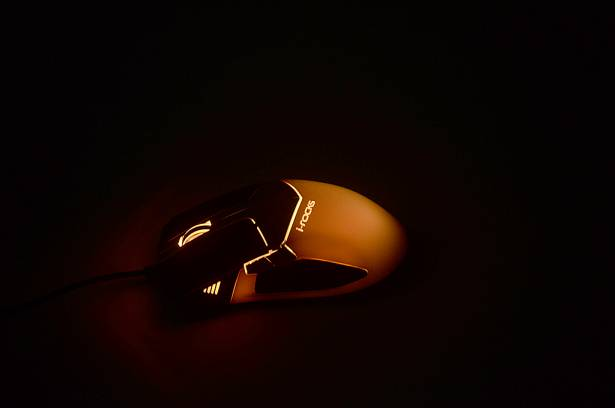 i-rocks Golem Series M20E 多彩炫光RGB 3D 雷射遊戲滑鼠動手玩