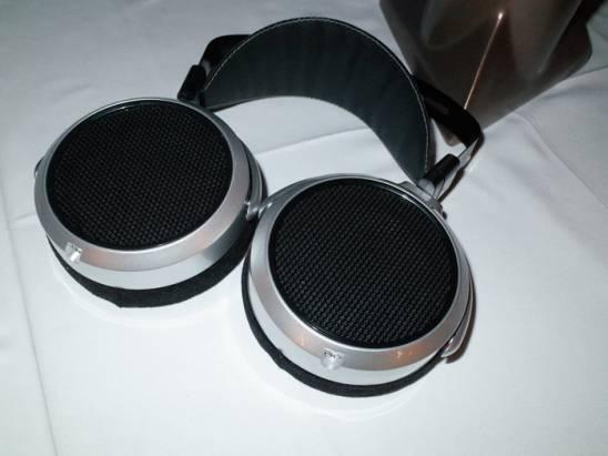 HiFiMAN 全新一代頭戴耳機、客製耳機與改良版播放機在台發表
