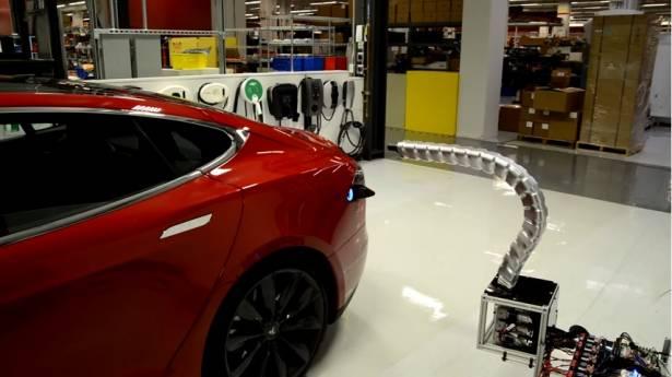 汽車界的史塔克工業 Tesla 又出招了,這次是全自動連接的電動車充電器
