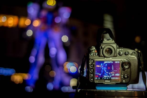 [攝影小教室] 旅遊夜景+人像一點都不難!利用機頂閃燈搞定難拍的「台場鋼彈」!