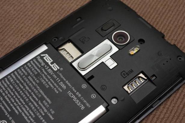 具雙 13MP 相機與前閃光燈的高 CP 值自拍手機, ZenFone Selfie 動手玩