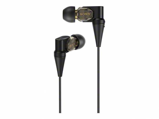 Sony 在 IFA 還有一款三平衡電樞耳機 XBA-300 ,內部採用銅製導管與支撐架