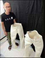 相撲地墊做的超厚牛仔褲,硬到自己會站…