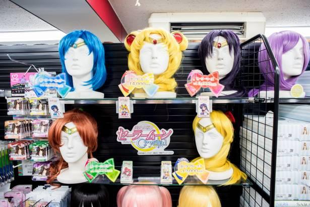[面白日本] 池袋 Cosplay 商店搞定難搞的角色妝容!假髮與化妝品就交給專業的吧