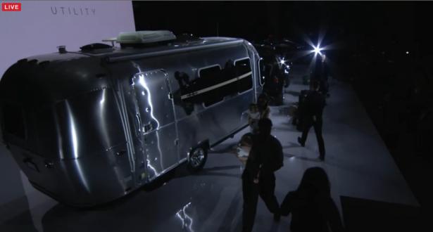 Tesla 推出豪華型電動休旅車 Model X P90D 要價將近新台幣五百萬元