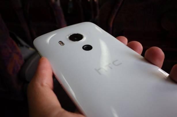 與 One 系列截然不同的日系設計, HTC Butterfly 3 動手玩