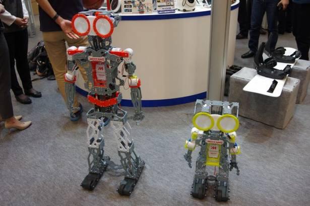 CEATEC Japan 2015 : 新奇又有趣的藍牙互動機器人玩具 Takara MECCANOID 動眼看