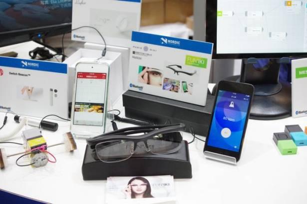 CEATEC Japan 2015 : 夜店咖必備的來電發光眼鏡 FUN'IKI Ambient glasses 動眼看