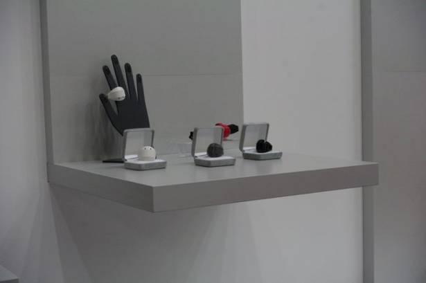 CEATEC Japan 2015 : 富士通展示配合智慧眼鏡的戒指型商用空氣滑鼠